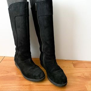 Born black suede boots zip up